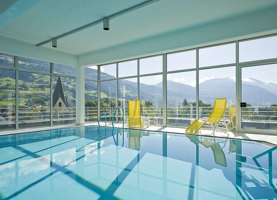 Pool mit Panoramablick ©Vergeiner's Hotel Traube