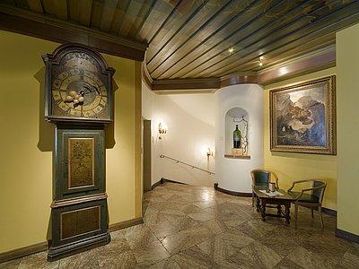 WeinBar Blick in die Halle ©Vergeiner's Hotel Traube